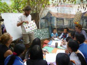 Tình nguyện cùng người nước ngoài